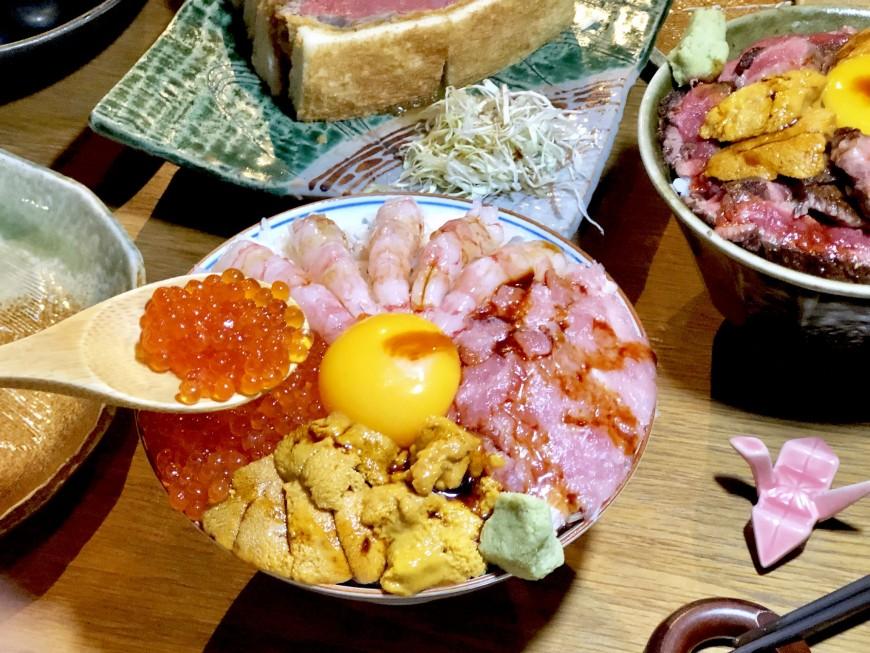 魚君 鮮魚專門居酒屋 小山堆高魚料海鮮澎湃豪華四色丼飯 - Yahoo奇摩旅遊