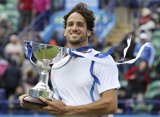 Spain's Feliciano Lopez lifts the winners trophy after his victory against France's Gilles Simon, during the AEGON International at Devonshire Park, Eastbourne, England, Saturday June 22, 2013. (AP Photo / Gareth Fuller, PA)