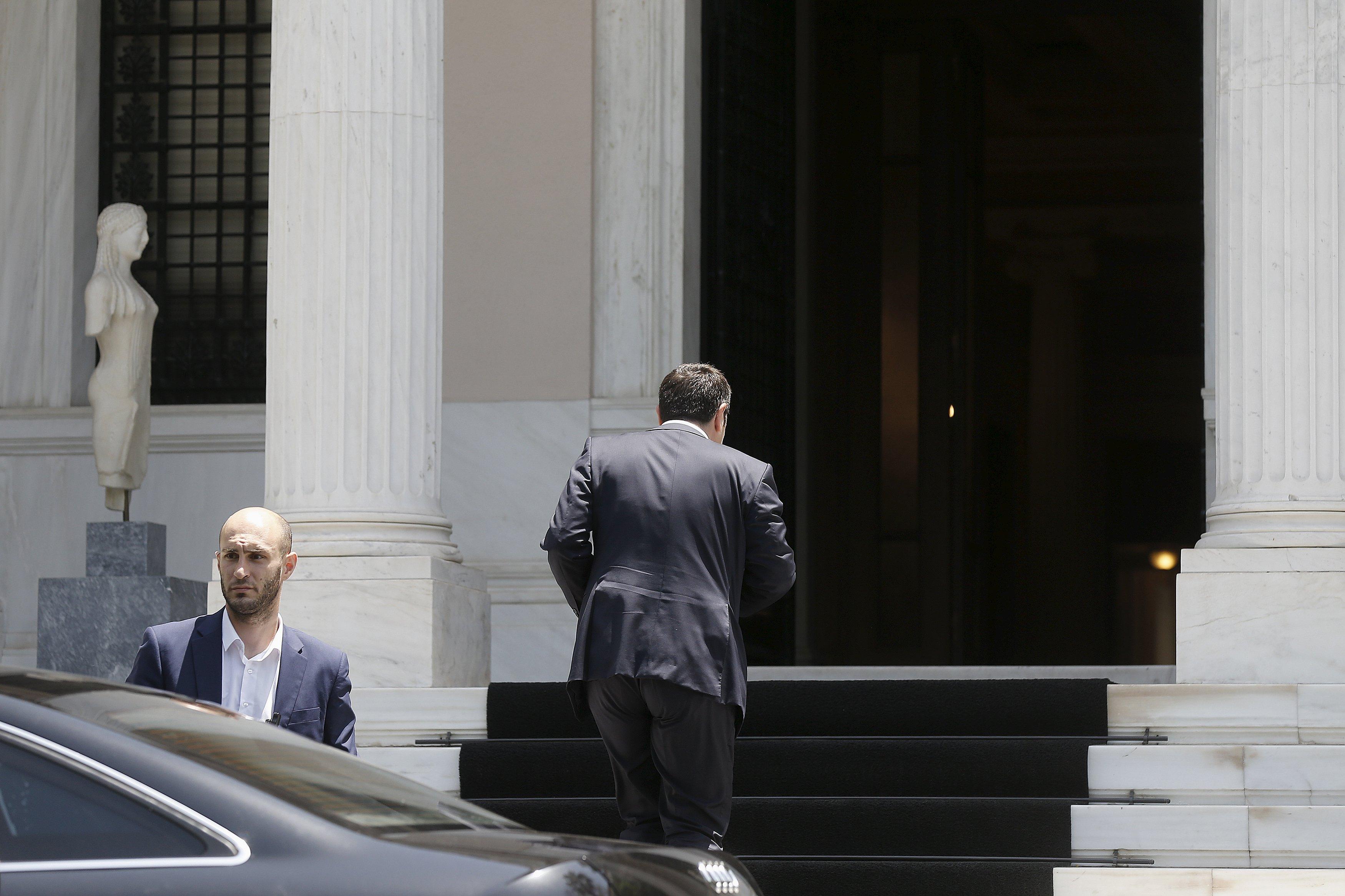 https://i0.wp.com/media.zenfs.com/en_us/News/Reuters/2015-06-15T121824Z_1006950001_LYNXMPEB5E0K5_RTROPTP_4_CBUSINESS-US-EUROZONE-GREECE.JPG