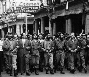 Fidel Castro y el Che, caminando La Habana (AP Images)