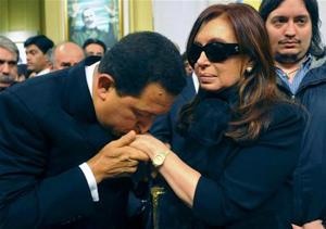 Junto a la Presidenta, en 2010, en el funeral de Néstor Kirchner (AP)