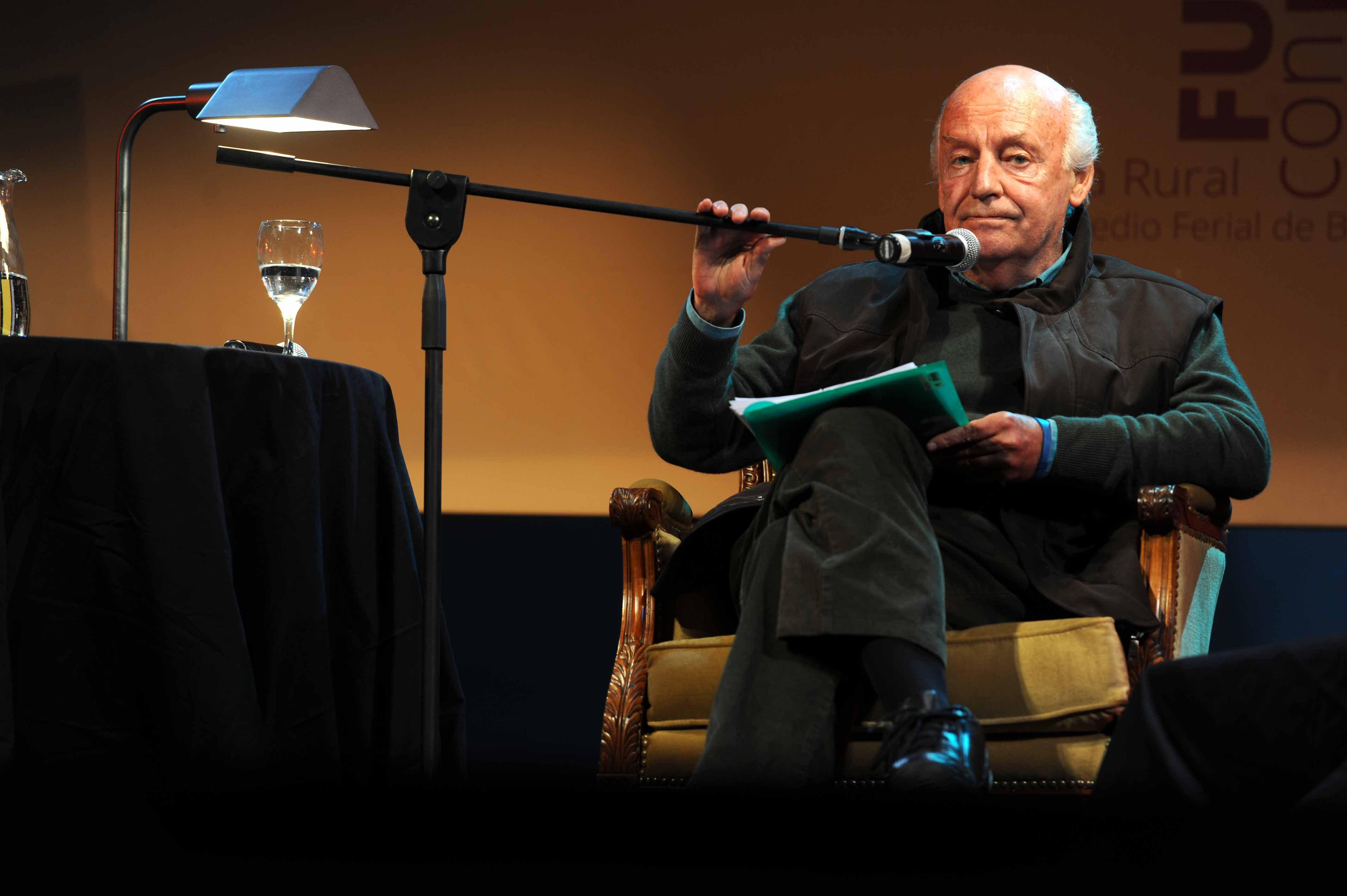 Eduardo Galeano en la Feria del Libro de Buenos Aires (Fotos: Télam)