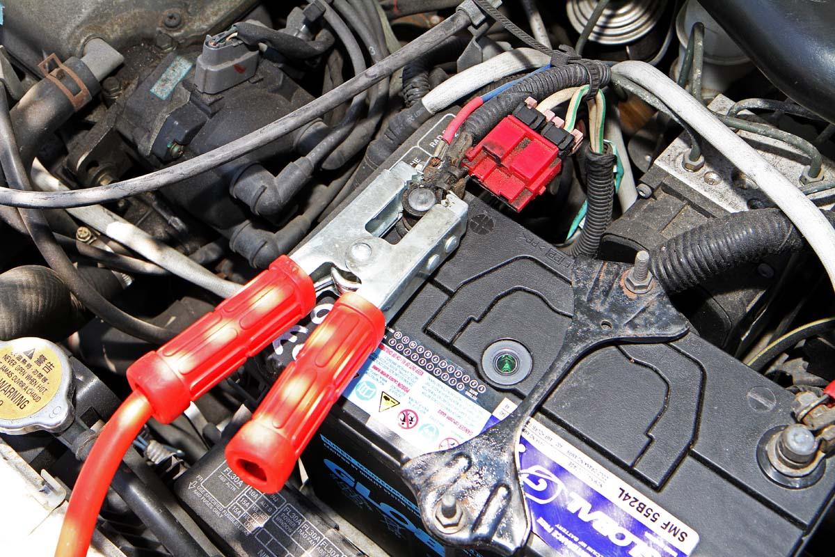 汽車教室-電瓶沒電發不動-錯誤接電燒電腦 - Yahoo奇摩汽車機車