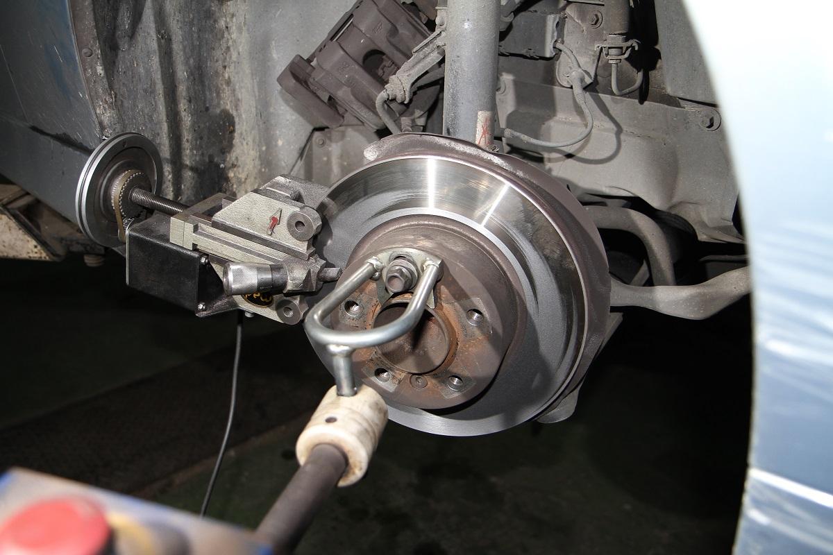 煞車改裝必修8問 初學者一次搞懂(4)--踩煞車時為何會抖動? - Yahoo奇摩汽車機車