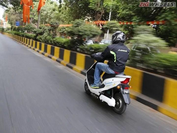 Hero Electric Cruz: Rear Action Pic