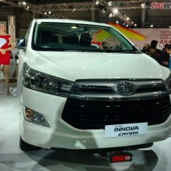 All New Kijang Innova Bekas Camry Interior 2016 Auto Expo Toyota Crysta First Look Review Zigwheels