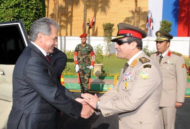 Annäherung: Russlands Verteidigungsminister Schojgu trifft den ägyptischen Verteidigungsminister Sisi.