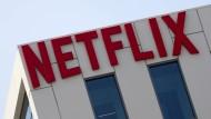 Der Netflix-Aktienkurs notiert nach der Veröffentlichung der Zahlen im nachbörslichen Handel zunächst leicht im Minus.