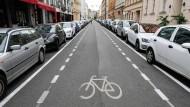 Zukunftsorientierte stadtplanerische Idee: Die Berliner Linienstraße wurde 2008 fahrradfreundlich umgestaltet.