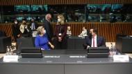 EU-Innenkommissarin Ylva Johansson und der griechische Migrationsminister Notis Mitarachi am 8. Oktober in Luxemburg