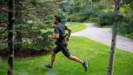 Der Exosuit unterstützt den Träger beim Gehen und Rennen.