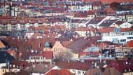 Begehrte Lage: In Großstädten ziehen die Immobilienpreise immer weiter an.