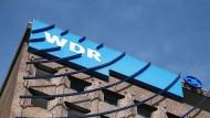 Mutmaßliche Querdenker kaperten mehrfach eine Frequenz des WDR-Senders 1Live.