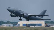 Hat 44.000 Liter abgefülltes Trinkwasser nach Mali geflogen: Die Bundeswehr mit ihren Transportflugzeugen