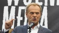 Sieht sich als Vorkämpfer eines demokratischen und proeuropäischen Polens: Donald Tusk an einer Kundgebung im August