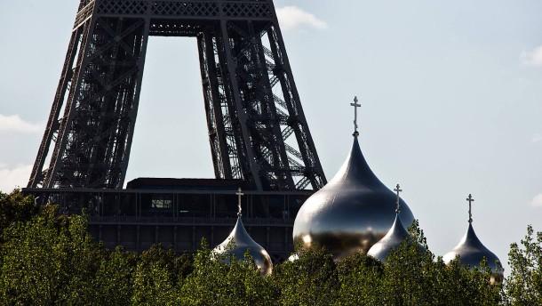 © Helmut Fricke Neuer Blick auf den Eiffelturm: Die russisch-orthodoxe Kathedrale im Zentrum von Paris.