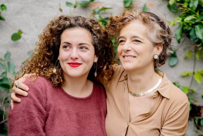 Nadja Spiegelman im Arm ihrer Mutter Françoise Mouly