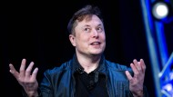 Elon Musk spricht bei einer Veranstaltung im März 2020.