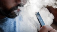 Vor allem bei jungen Menschen sind E-Zigaretten äußerst beliebt.