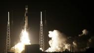 """Unterwegs zum Mond: Die Rakete Falcon9 mit samt Israels Sonde """"Beresheet"""" heben vom Weltraumbahnhof Cape Canaveral ab."""