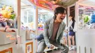 Gewonnen: Mit ein wenig Hilfe hat Gi-hun Seong (Lee Jung-jae) am Automaten ein Geburtstagsgeschenk für seine Tochter abgegriffen.