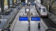 12 Uhr mittags und der Bahnhof in Hamburg ist fast ganz leer.