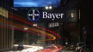 Der Hedgefonds Elliott hat seinen Einstieg bei Bayer publik gemacht.