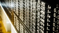 Ein ständiges Auf und Ab: Blick auf die Handelstafel in der Frankfurter Börse