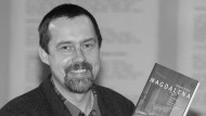"""Jürgen Fuchs stellt im März 1998 sein damals aktuelles Buch """"Magdalena"""" in Hamburg vor."""