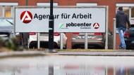 Ein Sozialgericht hat die Jobcenter in der Debatte um Sanktionen gestärkt.
