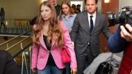 Mehrere Kamerateams erwarteten Cathy Hummels am Montagvormittag im Landgericht München I.