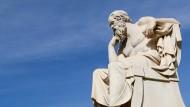 """Manfred Geier wagt sich in seinem neuen Buch """"Die Liebe der Philosophen"""" an eine sexual-biographische Untersuchung der großen Gelehrten wie Sokrates."""