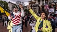 """""""Meine Gesellschaft, meine Entscheidung"""": Eine Menschenmenge demonstriert in Massachusetts."""