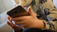 Sind inder im digitalen Raum demnächst sicherer? Der Bundesrat hat dem neuen Jugendschutzgesetzt zugestimmt (Symbolbild).