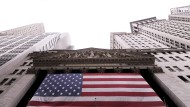 Worries about a potential economic slowdown in the United States are growing on the Wall Street Stock Exchange.