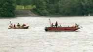 Einsatz auf dem Rhein bei Biebesheim (Archivbild von Anfang Juni)