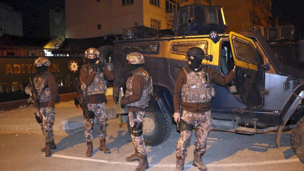 © dpa Großrazzia in Türkei: Polizisten von Anti-Terror-Einheit