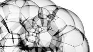 Das Phänomen der Emergenz kann anhand von Seifenblasen veranschaulicht werden.