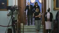 Mitch McConnell, der die Republikaner im Senat anführt, verlässt die Kammer nach dem Freispruch für Trump im zweiten Impeachment-Verfahren am Samstag.
