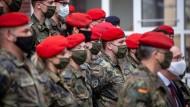 Warum Soldaten Pflegeheime beim Schutz vor dem Virus unterstützen