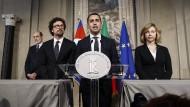 """Der Vorsitzende der """"Fünf Sterne"""", Luigi Di Maio, spricht im Quirinalspalast in Rom, nachdem er abermals mehr Zeit zur Regierungsbildung bekommen hat."""