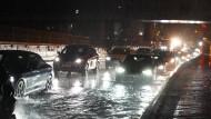 Überflutete Straße am Wochenende in Stuttgart