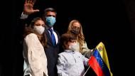 Wieder beisammen: Leopoldo López mit seiner Ehefrau Lilian Tintori und ihren Kindern in Madrid