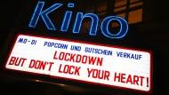 Folgen des Lockdowns: Kinozahlen brechen massiv ein