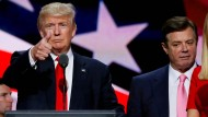 Trumps ehemalige Wahlkampfmanager Paul Manafort (hier ganz rechts im amerikanischen Wahlkampf Mitte Juli 2016) hat gegenüber dem FBI gelogen. Was wusste Donald Trump?