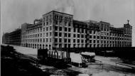 Die Adlerwerke: Im letzten Kriegsjahr richteten die Nazis auf dem Fabrikgelände im Gallusviertel ein Lager für Zwangsarbeiter ein.