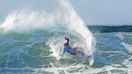 Sehnsuchtsort der Szene: Vor  Nazaré in Portugal sind die Wellen besonders schön.