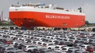 Vom Autoterminal in Bremerhaven werden jedes Tag Zigtausende Fahrzeuge verschifft.