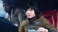 """Eine Frau als Mechanikerin in """"Star Wars: The last Jedi"""" – das gefällt vielen nicht. Schauspielerin  Kelly Marie Tran wurde Opfer einer Hasskampagne im Internet."""