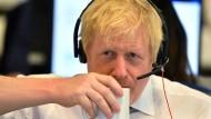 """Boris Johnson am Telefon auf Stimmenfang: """"Jede Stimme zählt"""" sagt er in einem Interview mit Sky News."""
